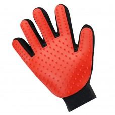 Перчатка для вычесывания шерсти домашних животных True Touch Красная